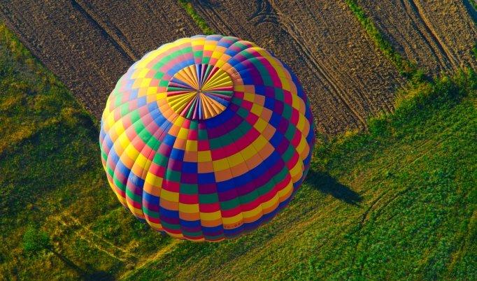 Ballonfahrt mit blauem Himmel in Sevelten