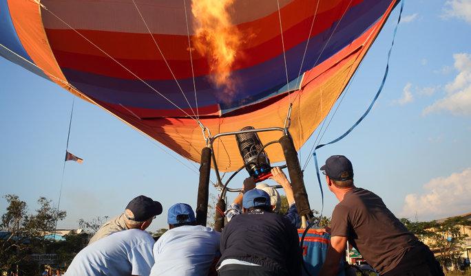Ballonfahrt mit blauem Himmel in Langenzenn