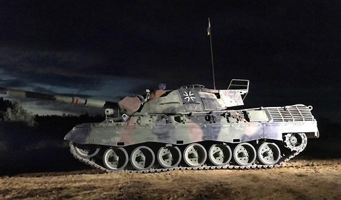 Kampfpanzer Leopard fahren in Steinhöfel bei Frankfurt (Oder)