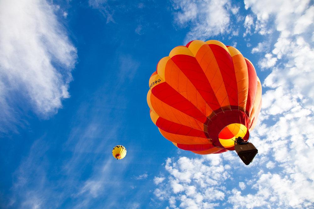 Ballonfahrt mit blauem Himmel in Kaltenkirchen