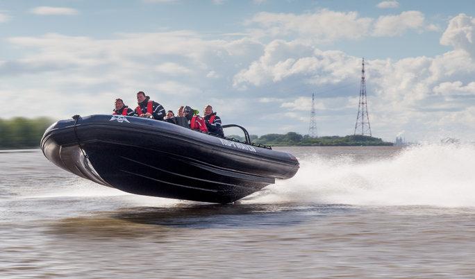 Speed-Schlauchbootfahrt mit 700 PS in Neustadt in Holstein